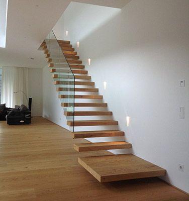 Kragarmtreppe mit Stufenköpfe