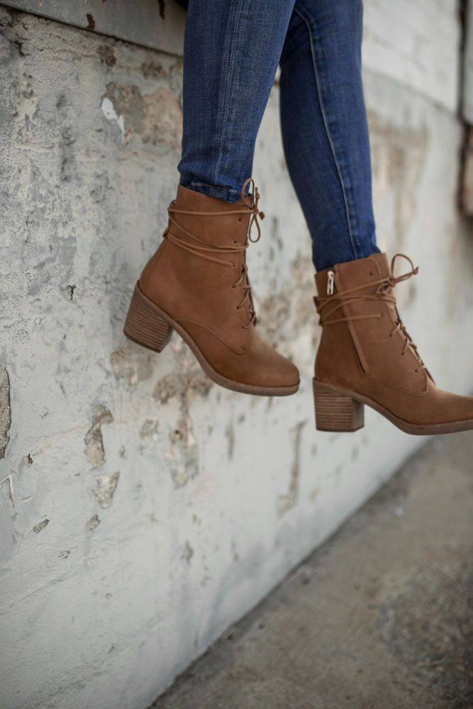 02fb41533b7 UGG AUSTRALIA Boots Oriana Lace Up Zip Ankle Booties Heeled Tan ...