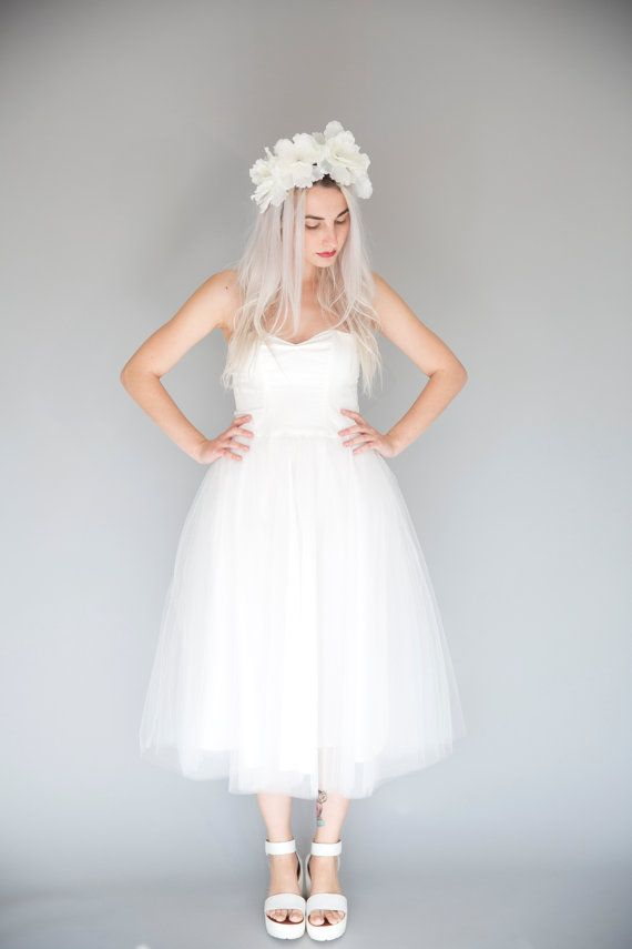 Ivory strapless sweatheart tulle wedding dress / tea by JULfashion