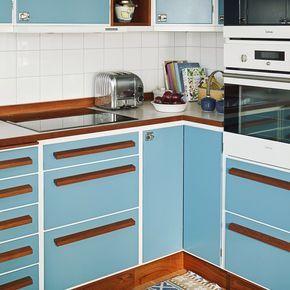 Planning an upcoming kitchen project. Will be something like this #retro #retrokök #40tal #50tal #treak #kök #kitchen #inspiration #interior #interiör #inredning #lundinskök #skönahem #snabelhantag #perstorp #virrvarr #bygg #design #byggdesign #byggdesignmälardalenab #snickare #hantverk #hantverkare #carpenter
