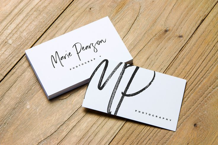 Vedi questo progetto @Behance: \u201c[Free Mockups] 2 Free Business Card Mockups\u201d https://www.behance.net/gallery/52740749/Free-Mockups-2-Free-Business-Card-Mockups