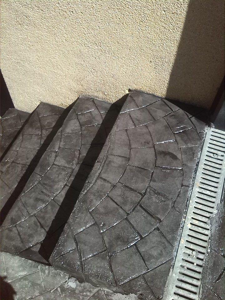 Escaleras de hormig n estampado con ankare zaline gris for Moldes para adoquines