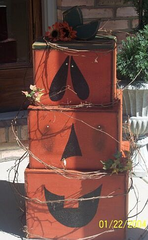 Stackable Pumpkin for fall or Halloween wood craft. Thinking of using diaper boxes for my covered porch!!!