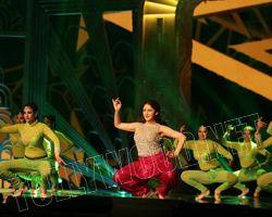 Sayesha Saigal's Veena Step goes viral