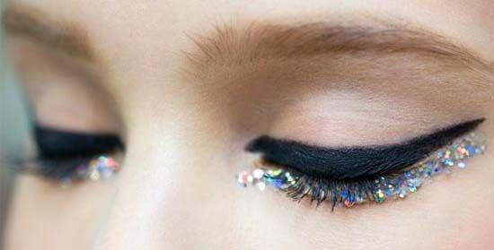 Правильный макияж способен решить многие проблемы взгляда девушки: визуально скорректировать форму глаз, убрать акцент с мешков под глазами и темных кругов, придать взгляду выразительность и энергичность.  Мерлин Монро, Элизабет Тэйлор, Одри Хепберн..Попробуйте вспомнить этих особ без стрелок =)  #макияж #стрелки #макияжглаз #студиямариныянгильдиной #yangildina #yangildinamakeupstudio #yangildina_st #makeup #визаж #мейкап #макияжмосква #курсымакияжа #макияжгуб #курсывизажа #курсывизажистов