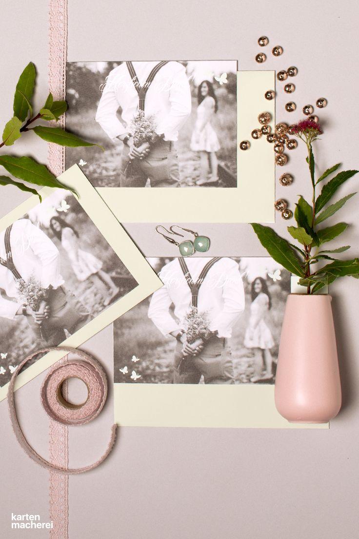 Die Dankeskarte nach eurer Hochzeit bietet viel Platz für eure schönsten Erinnerungen in Bild und Text nach der Hochzeit Kleine Schmetterlinge sind kleine Details, die sich als Gestaltungselement durchziehen. Die Karte gibt es in unterschiedlichen Formaten und Papieren.