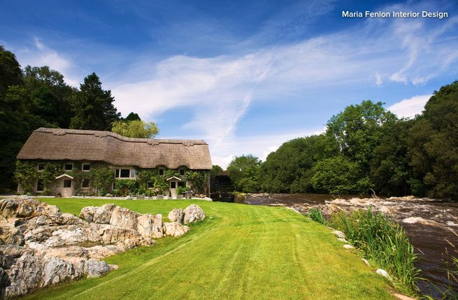 Le toit de chaume est de retour depuis quelques années pour son faible coût, son isolation thermique et en plus c'est écologique !