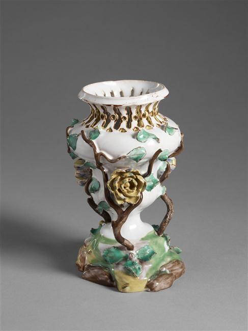 Vase Pot-Pourri en faience, vers 1750-1755 de forme balustre Musée National de Cluny- Grand Palais (Sevres, Cite de la Céramique)