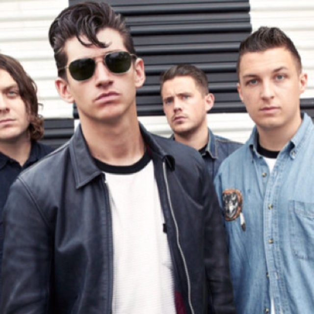 The Artic Monkeys - Alex, Alex, Alex (swoon) Soo Handsome and Stylish! Top 3 Bands Definitely.