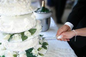 O Cantinho do Casamento: As 10 melhores músicas para o corte do bolo