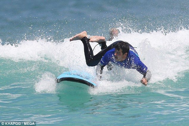 Joe Jonas spectacularly falls off his surfboard in Sydney Hes been in Sydney filming of the seventh season of The Voice Australia. And on Friday Joe Jonas took time out from his busy schedule to learn the basics of surfing at Bondi Beach. But the28-year-old learned that balancing on a surfboard is harder than it looks as he was seen falling into the water while trying to catch a wave. Wipeout! On Friday The Voice Australia judge Joe Jonas took time out from his busy schedule to learn the…