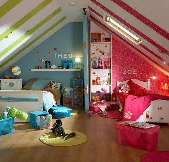 Wat een leuk idee voor als er 2 kinderen 1 kamer moeten delen! Zo is het 1 kamer met toch heel duidelijk een eigen plekje voor beiden kinderen.