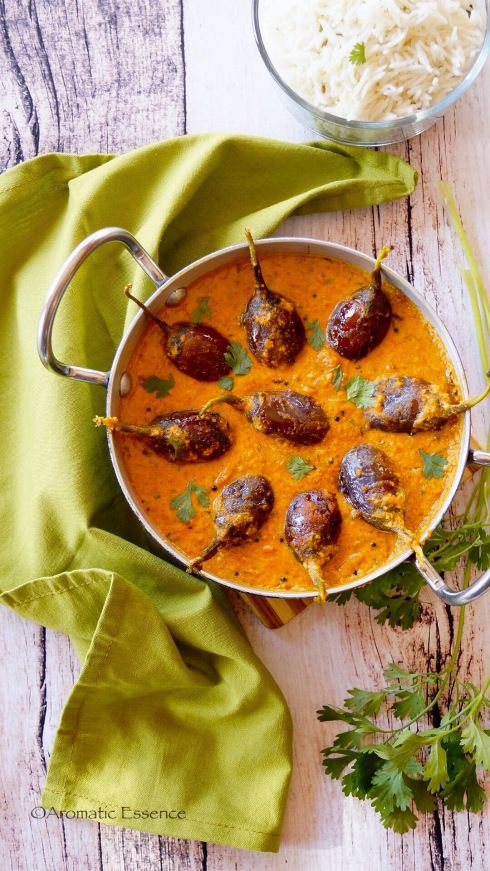 Bagara baingan , Hyderabadi style ! Roasted baby eggplants/ aubergines/ brinjals simmered in a spiced, tangy and nutty gravy! Sheer deliciousness !