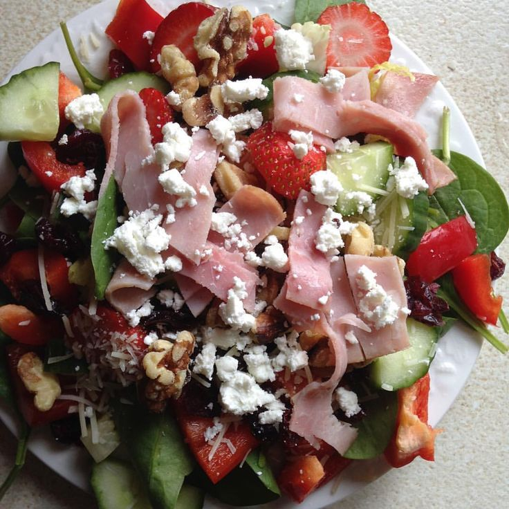 @callistasfitness sometimes I crave burgers and some times I crave salad 🐰