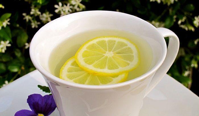 Limon suyunun sayısız faydası arasından belki de en dikkat çekicileri olan cilt ve saç için faydalarını listeledik, nasıl uygulanacağını da anlattık.