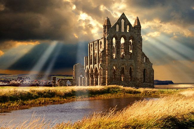 Medieval Gothic Whitby Abbey where Draculas coofin rested when he came to England, Whitby, North Yrokshire, England