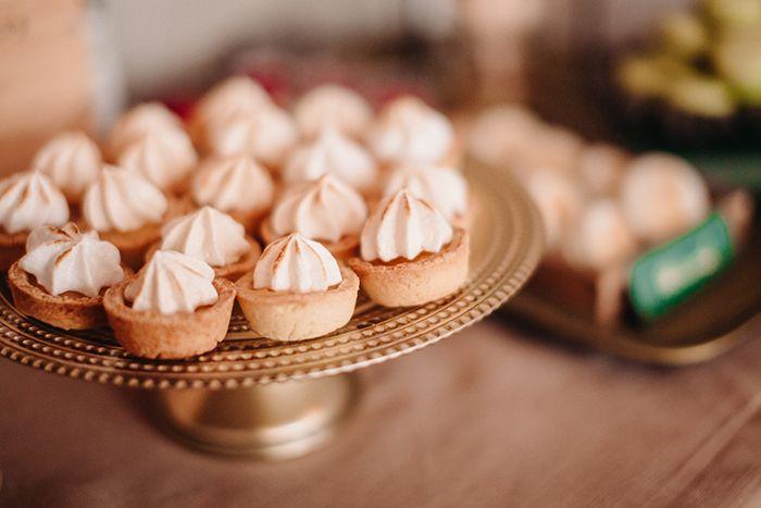 #wedding#weddinginspirations#marsala#marsalawedding#ślubmarsala#inspiracjeślubne Niezwykła sesja z motywem przewodnim marsala, oryginalna papeteria ślubna, pyszny słodki stół, piękne fotografie, doskonały makijaż i klimatyczne dekoracje i kwiaty – wszystko to zostało stworzone, żeby Was inspirować w przygotowaniach niezwykłego ślubu:) Więcej info tu:https://www.facebook.com/LovePrintsStudio  i tu: bedziepieknie.pl