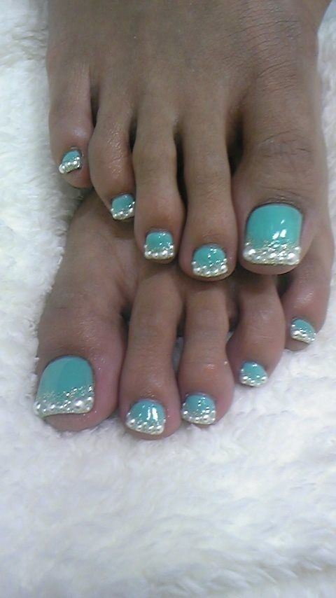 Different color and sparkles on just the big toe