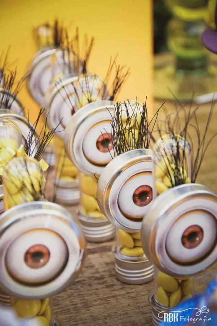 Minion themed birthday party with So Many Fabulous Ideas via Kara's Party Ideas! Full of decorating tips, cupcakes, favors, printables, and MORE! KarasPartyIdeas.com #minion #minionparty #partydecor #partyideas #eventstyling (22)