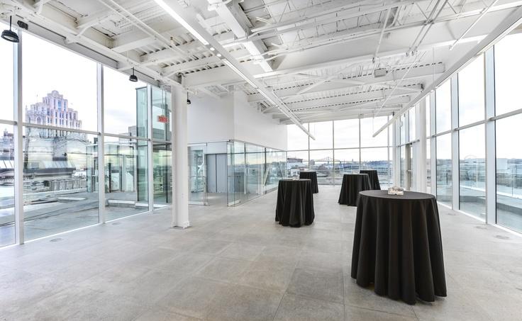 L'Espace 360° Montréal, situé sur le toit de la Maison-des-Marins, est disponible pour des cocktails et autres événements prestigieux. Coup de cœur assuré ! | © Photo: Caroline Bergeron