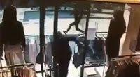 Πιερία: Βίντεο - σοκ από την επίθεση στην Στοκχόλμη: Πανικ...