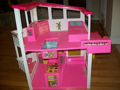 Vintage Barbie House lot Beach Lakefront House Very Unique Furniture Dolls u Access