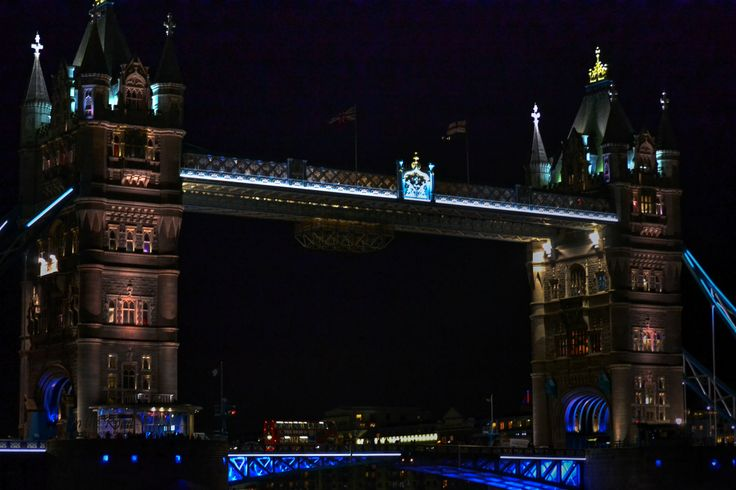 The Tower Bridge in London is simply spectacular an it must be seen from different sides. Don't you think?
