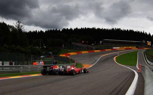 Webber Vs. Alonso.  Eau Rouge, Spa 2011.: Eaurouge, Pass Fernando, Webber Pass, Webber Alonso, Spa 2011, Motors Racing, Mark Webber, Fernando Alonso, Eau Rouge