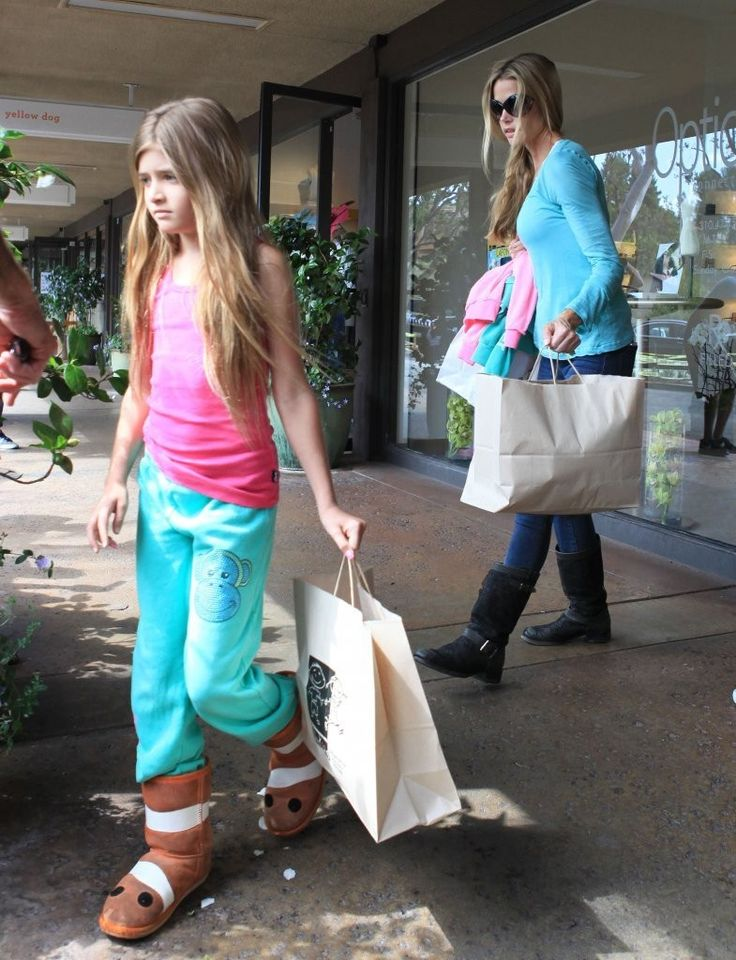 Denise Richards - Denise Richards Takes Her Daughters Shopping