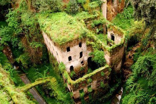 Un mulino abbandonato vicino a Sorrento