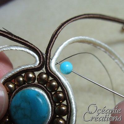 Bijoux artisanaux faits mains en broderie de perles