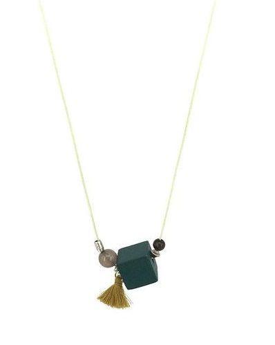 Collier fantaisie Pompon. Collier monté sur un cordon. Un bijou raffinée et tendance à la fois.  Taille réglable, de 60 à 65cm.