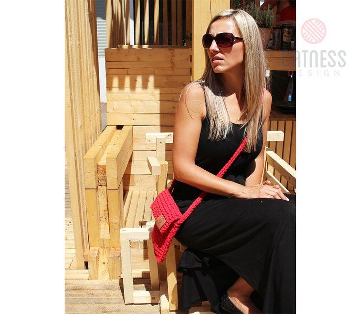 Hand-knitted cross body bag B109 red | CatnessDesign
