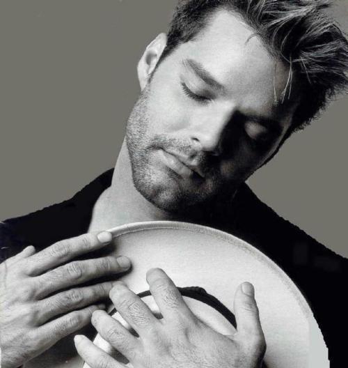 Ricky Martin... Como vc teve coragem de fazer isso comigo? você partiu meu coração!!!