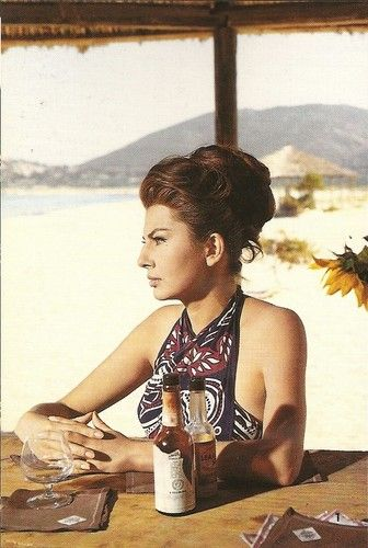 princess soraya - hair & beach style already back then