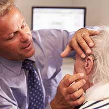 Les otites sont des inflammations des oreilles qui concernent en particulier les enfants, mais elles peuvent également toucher les adultes. Bien que les douleurs engendrées puissent être contenues par des antibiotiques, il existe des solutions naturell