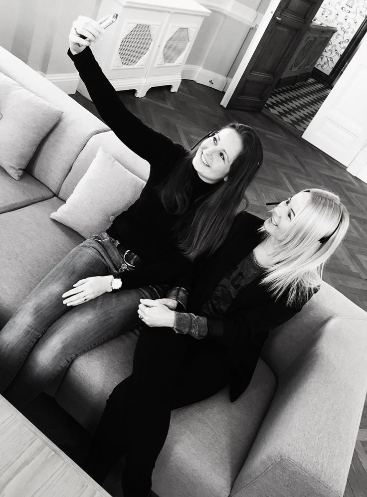 """★★★★★ 5 S T J E R N E R TAK til vores søde kunder. I har givet vores kundeservice piger smil på læberne!  I har nemlig bedømt os til en """"Fremragende"""" score på TrustPilot <3  #sofakompagniet #sofa #trustpilot #boligindretning #danskdesign #danishdesign #scandinaviandesign #boliginspiration"""