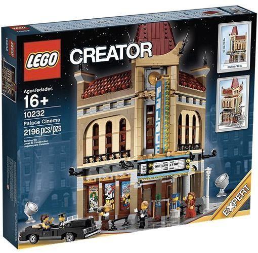 A cidade LEGO vai ganhar um incrível prédio de esquina com um cinema estilo antigo, inspirado na Hollywood dos anos 30, que vai deixar os habitantes minifigs em fila para assistir o último blockbuster! O set LEGO Palace Cinema - 10232 tem 2.194 peças para montar um prédio de 2 andares com o lobby do…
