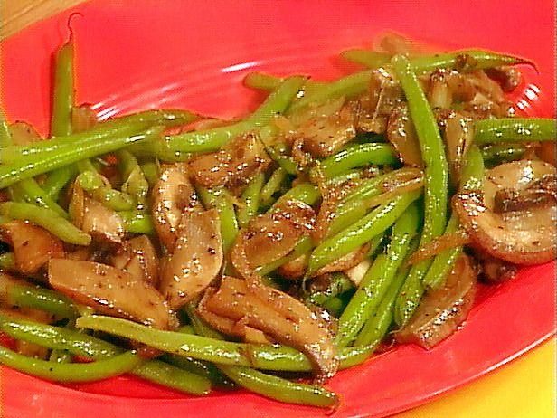 Green Beans and Portobello Mushroom Saute Recipe. Easy and tasty (by Rachel Ray)