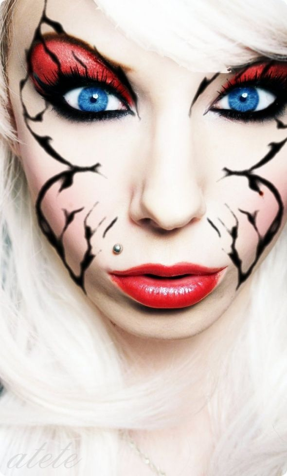 makeup... this looks kinda scary but cool and i love her eyes