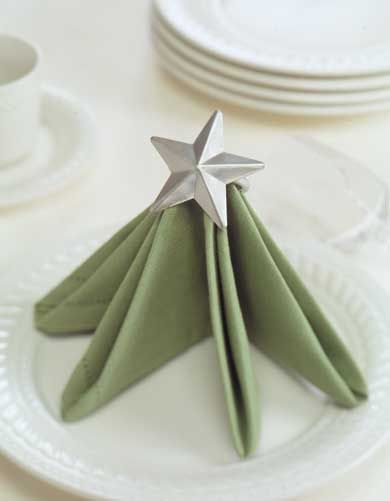 Tree napkin fold - so festively charming. #Christmas #table #napkins