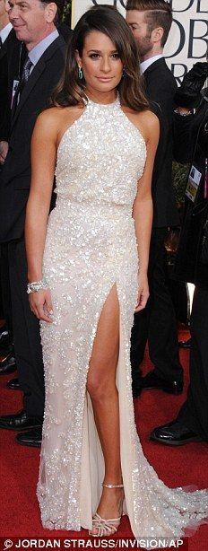 Siyah ve beyaz tonlar: Kate Hudson ve Salma Hayek siyah bunların parçalanma bared ise Francesca Eastwood ve seksi Elie Saab daldı Lea Michele,, vücudu saran beyaz için seçti