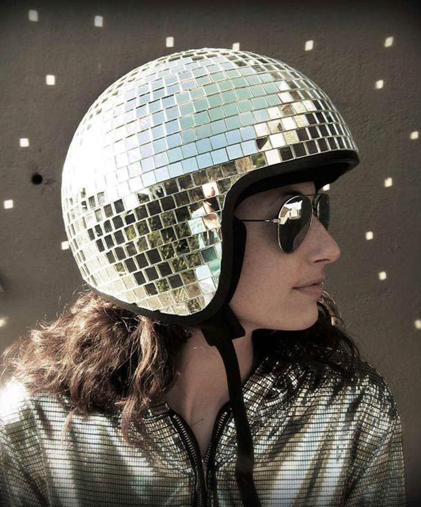 Le casque boule à facettes -Natalie Walsh  #Moto