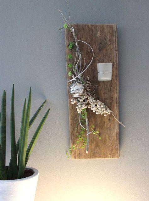WD102 – Zeitlose Wanddeko! Altes Eichenbrett thermisch behandelt, dekoriert mit künstlichen Sukkulenten, natürlichen Materialien , Edelstahlkugel und einem Teelichtglas! Preis 54,90€ Höhe ca. 55cm