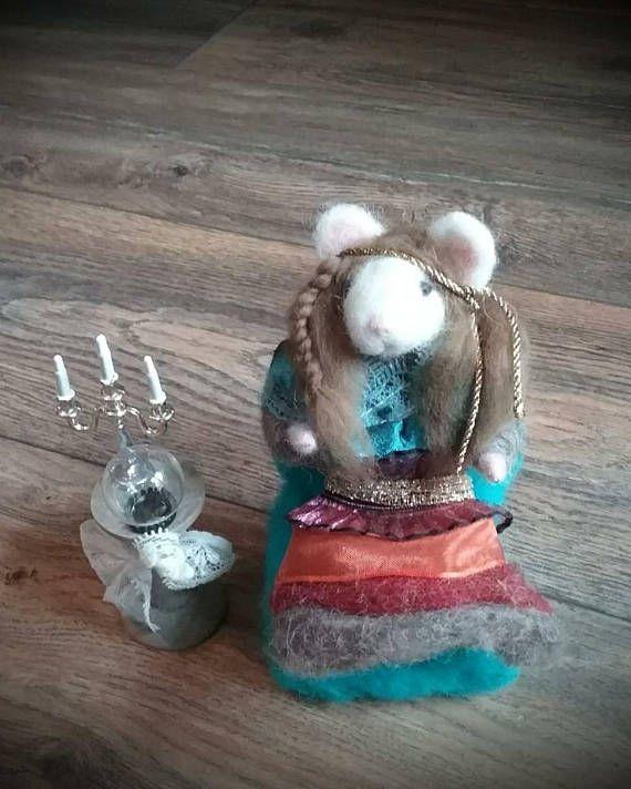 Needle Felted Mousedame Zimza gipsy mouse fortuneteller