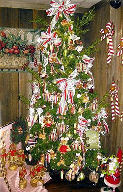1000 images about christmas trees on pinterest ornament for Apple tree decoration