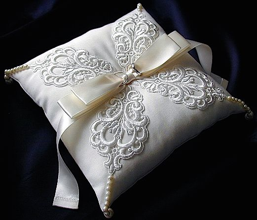 ateliersarah's ring pillow/motif race