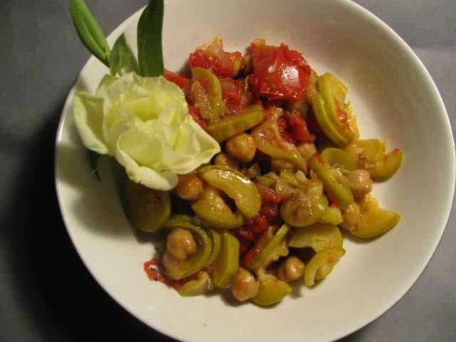Nohutlu Kabak (Zucchini Alla Cecce)  -  Pınar Ergen #yemekmutfak.com İtalyan usulü nohutlu kabak lezzetli ve sağlıklı bir yemektir. Vejetaryen beslenme tarzına da uygun olan bu tarifi çok seveceksiniz.