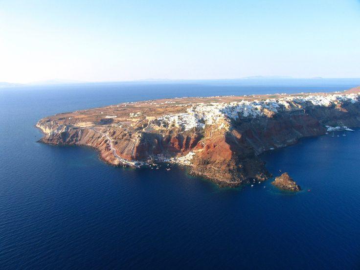 Oia, Santorini hanging on the edge of the caldera  esperas-santorini.com