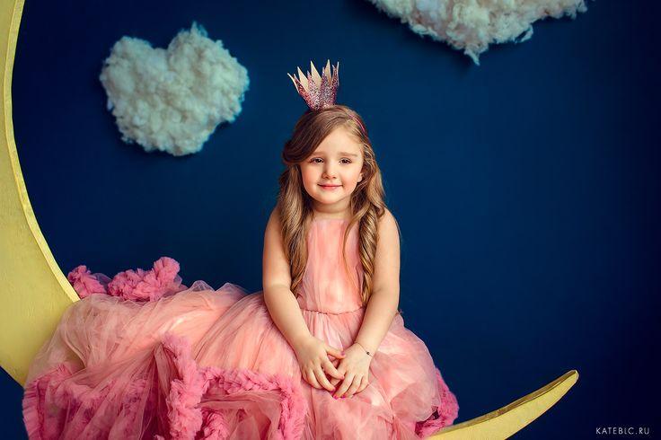 Фотосессия для маленьких принцесс в студии. Детский фотограф в Москве Катрин Белоцерковская